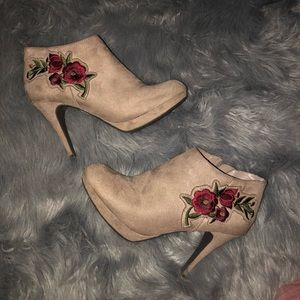 Suede booty high heels with embroidered rose